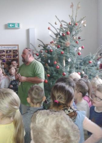 weihnachtssingen-treppenhaus-2